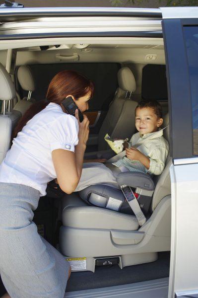 bébé en voiture